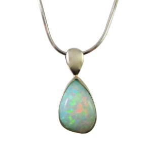 14k white gold with opal<span></span>