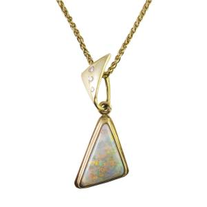 14k yellow gold with opal and diamonds<span></span>