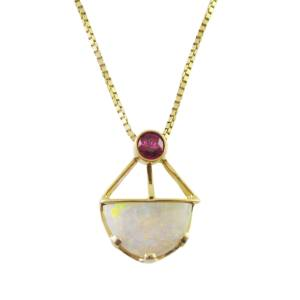 14k yellow gold with opal and ruby<span>0.40ct ruby</span>